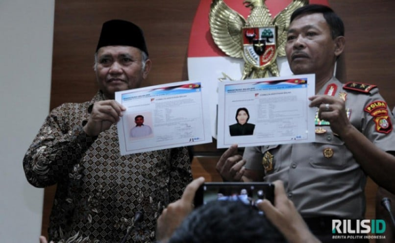 Foto Pelaku Penyiram Air Keras Ke Novel Baswedan Disebar, Hotline 0813-398844474