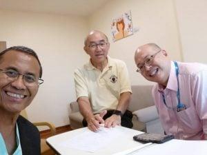 dahlan-di-singapore-bersama-Robert-Lain-dan-Dr-Wong
