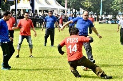 KSAL bermain bola bersama jurnalis