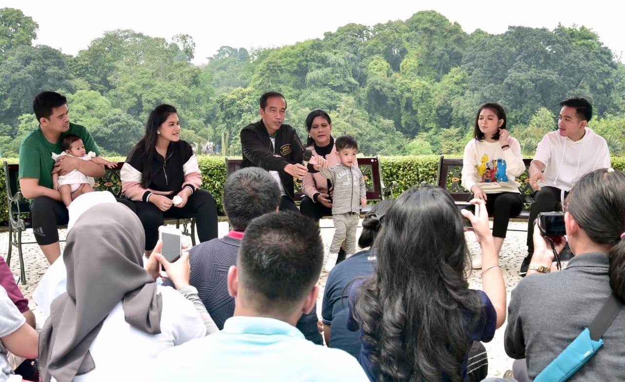 "Presiden Jokowi ""Pamer Keluarga Bahagia"" Kepada Media Massa"