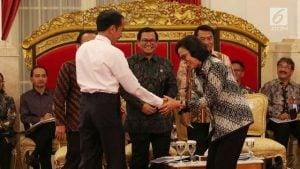 085101100_1518428197-20180212–Jokowi-Beri-Selamat-Kepada-Menteri-Terbaik-Dunia-ANGGA-3