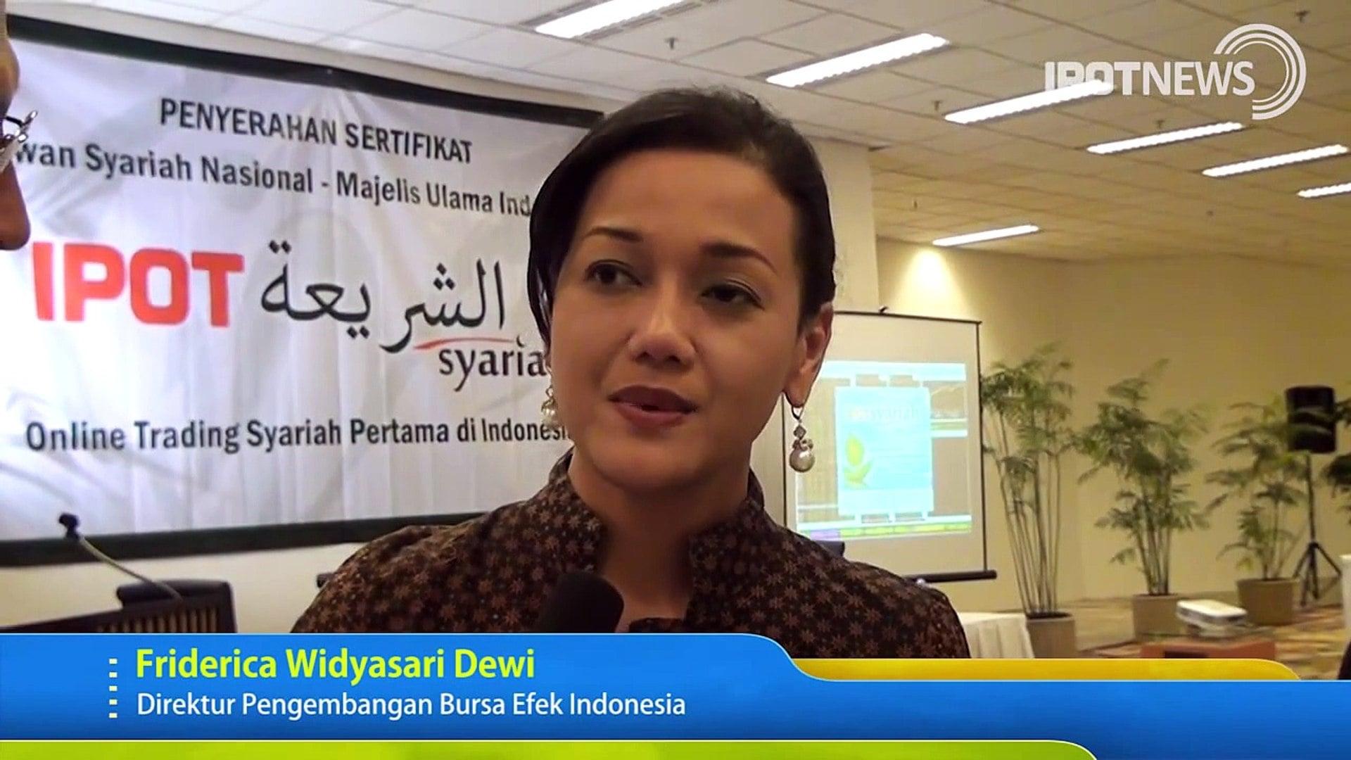 Kiki Widyasari, Raih Gelar Doktor Dengan Cum Laude