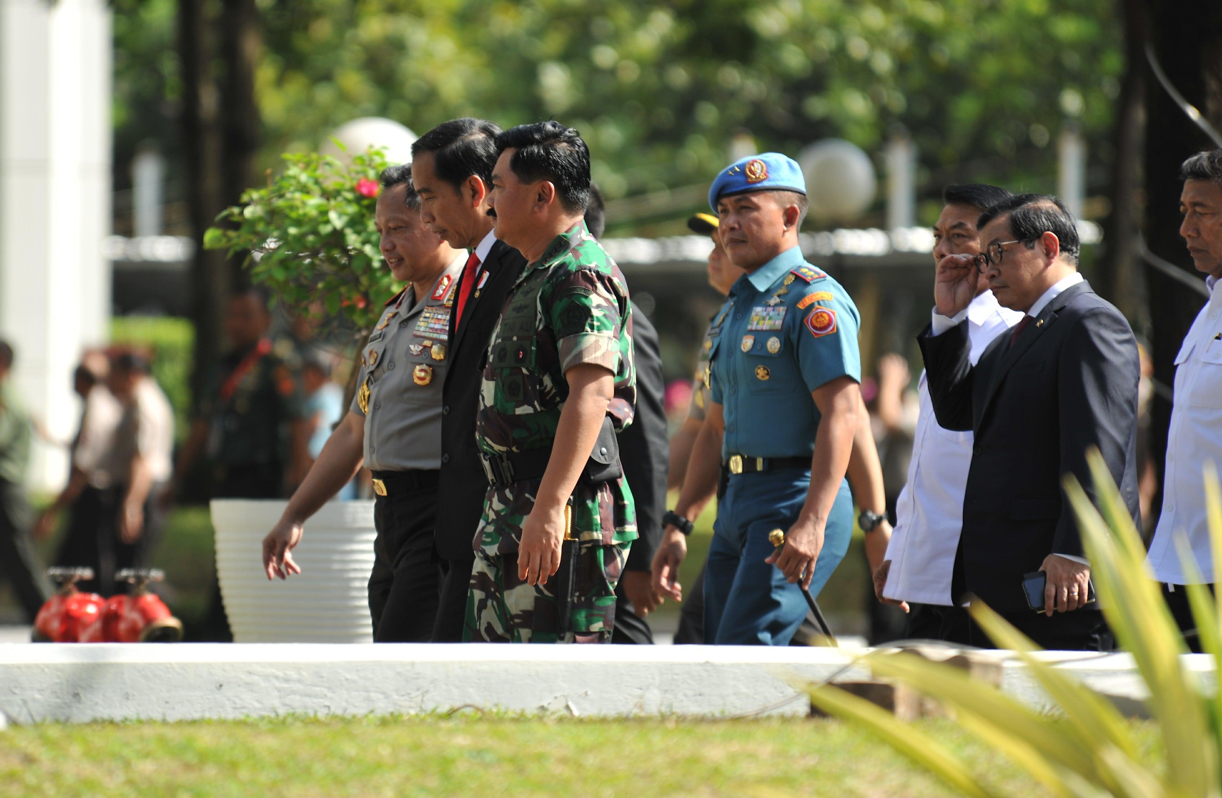 """Jokowi:  """"Giatkan Lagi Riset Untuk Alutsista."""""""