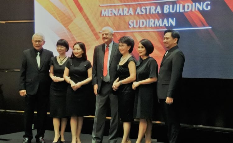 Make It Happen John Robert Powers Dukung Program Perbaikan SDM