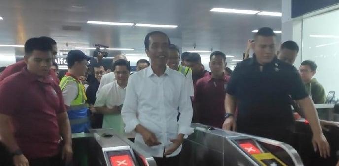 Presiden Jokowi Naik MRT. Ketagihan atau Pencitraan?