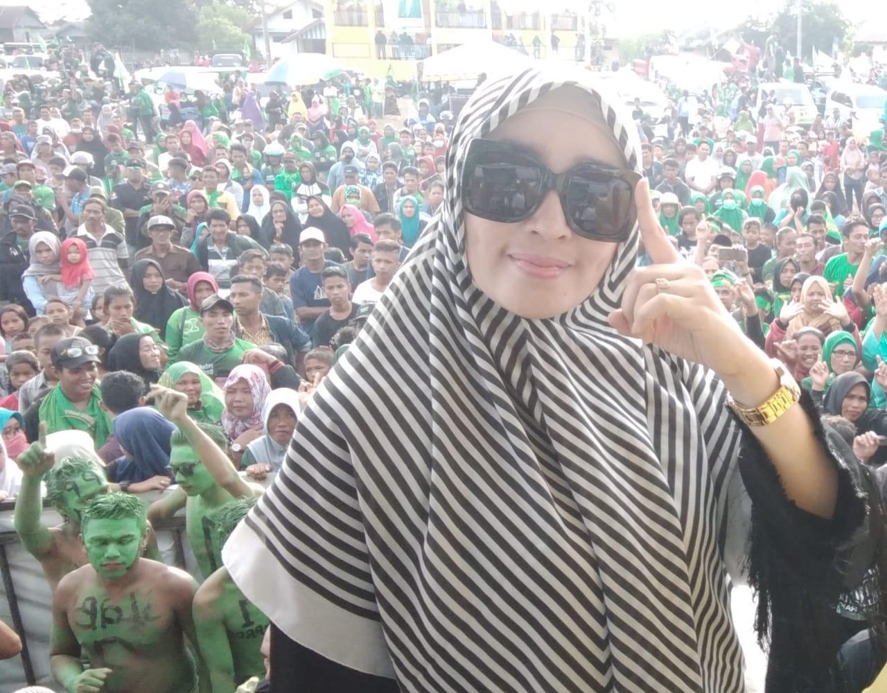 Foto Firza Husein Sedang Acungkan Jari Telunjuk, Kode 01 Beredar Luas