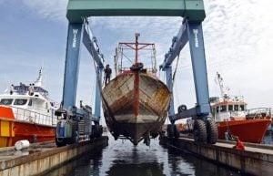 "Bambang Haryo Soekartono (Anggota Komisi V DPR-RI): ""Industri Maritim Mengalami Keterpurukan."""