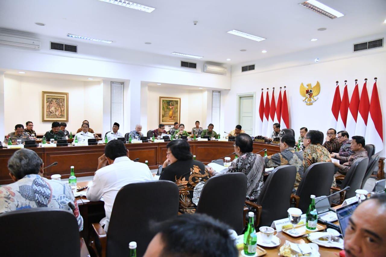 "Presiden Jokowi: ""Saya ingatkan kepada Pangdam, Danrem, Kapolda, dan Kapolres."""