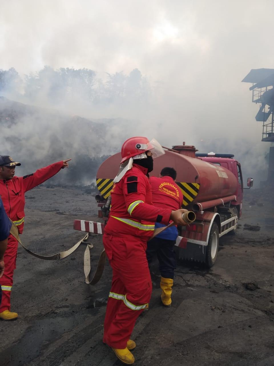Pemadaman Manual Dilakukan, Alat Berat Masih Terkendala Di Beberapa Lokasi Kebakaran.