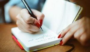 "dr Yaniar Mulyantini, SpKJ: ""Melukis atau Menulis Dapat Menyalurkan Emosi Negatif, Dengan Cara Positif."""