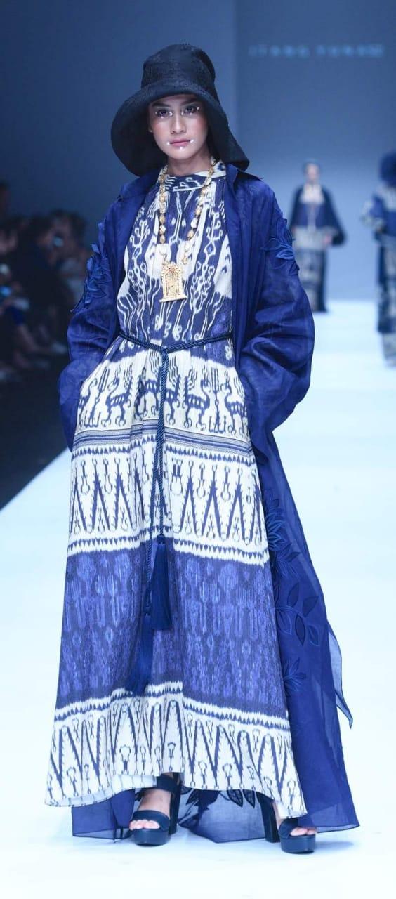Jakarta Fashion Week, Versi Itang Yunasz dan Oscar Lawalata