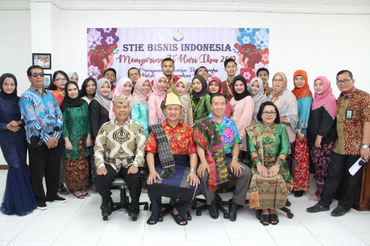 Lomba Busana di Struktural & Karyawan STIE Bisnis Indonesia, Viral di Medsos