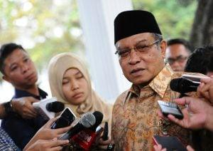 """KH Said Aqil Siradj (Ketua Umum Pengurus Besar Nahdlatul Ulama-PBNU): """"Ini Negara Dikuasai Oleh Orang-Orang Yang Punya Duit""""."""