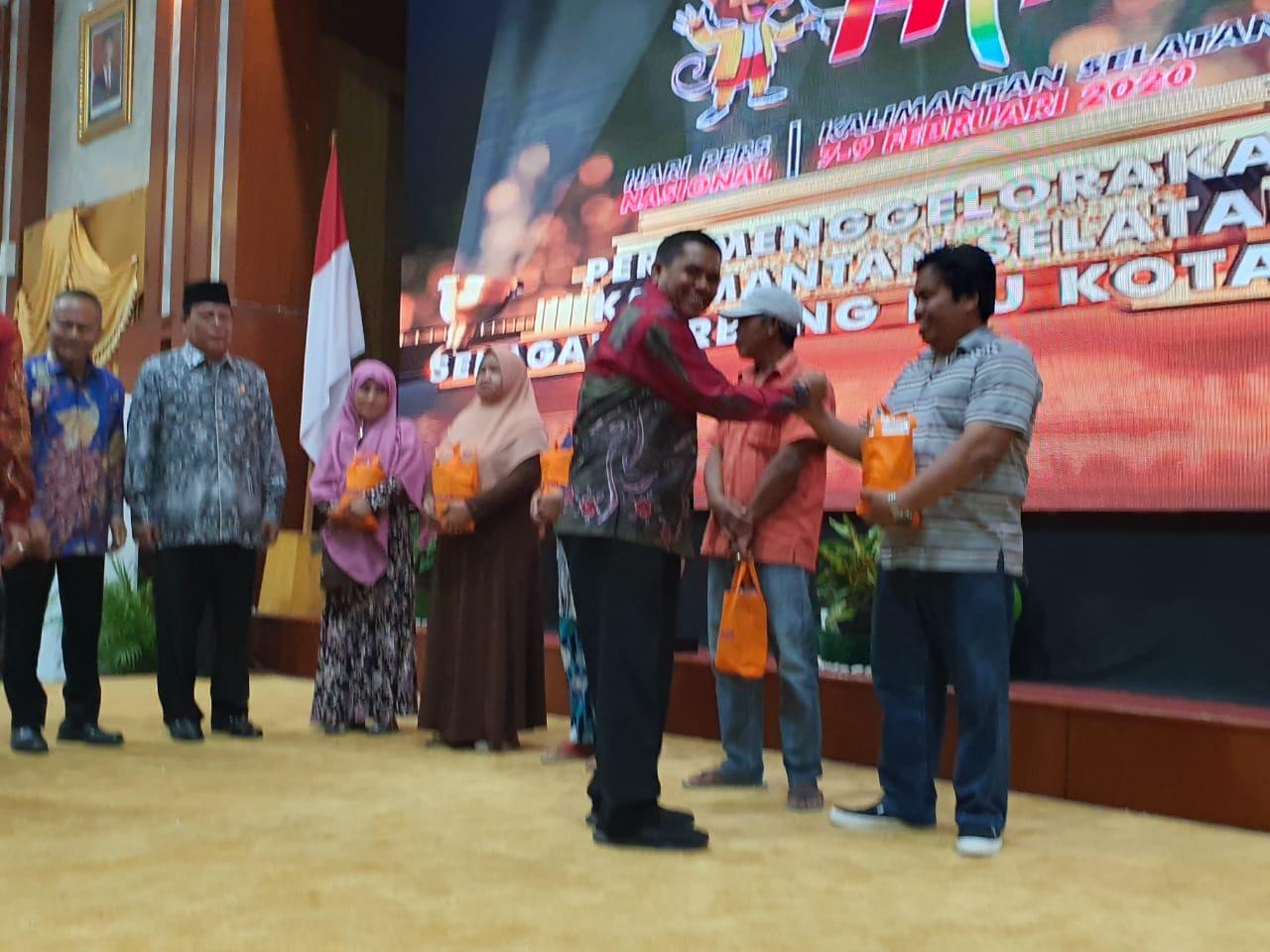 PWI dan BULOG Kalimantan Selatan Bagikan Sembako Gratis