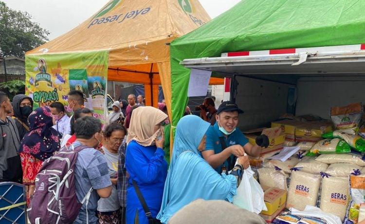 BULOG Gelar Operasi Pasar untuk Stabilkan Harga Beras dan Gula