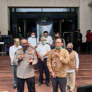 Staf Khusus Mendagri Hadiri Serah Terima Bantuan Sarana Covid 19 Untuk Polda Metro Jaya