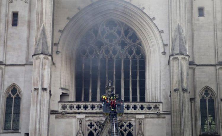 Kebakaran Gereja Katedral Di Kota Nantes Perancis Barat