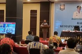 Lewat Hiking di Papua, Tito dan Isteri Jalin Kekompakan dengan Para Dirjen dan Pejabat Teras Papua