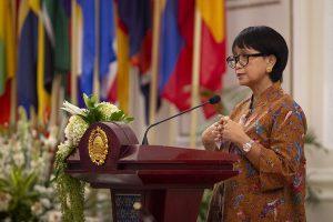 Menteri Badan Usaha Milik Negara (BUMN) Erick Thohir menyampaikan sambutan sebelum menandatangani Nota Kesepahaman Kerja Sama Diplomasi Ekonomi untuk mendukung BUMN Go Global di Gedung Pancasila, Kementerian Luar Negeri, Jakarta, Jumat (17/7/2020).