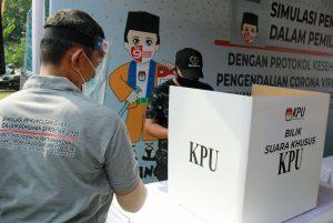 Tito Karnavian: Petugas TPS Harus Gunakan Pelindung COVID-19