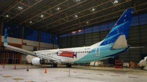 Pesawat Garuda Bercat Gambar Alat Suntik