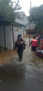 Marinir TNI AL Berhasil Melaksanakan Evakuasi