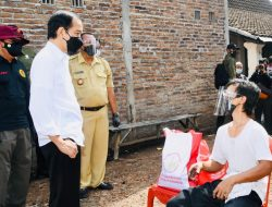 Saat Presiden Jokowi Bertemu Joko Widodo, Dishare Ke Sana Kemari